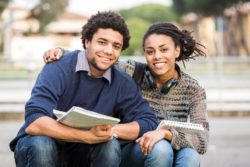 How to Maintain a Successful Relationship in College